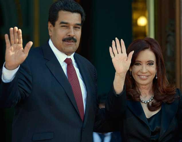 Por decreto, el Gobierno le retiró a Nicolás Maduro la condecoración que le había otorgado Cristina en 2013