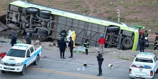 Trágico accidente en Mendoza con un micro que trasladaba alumnos de una escuela de danza