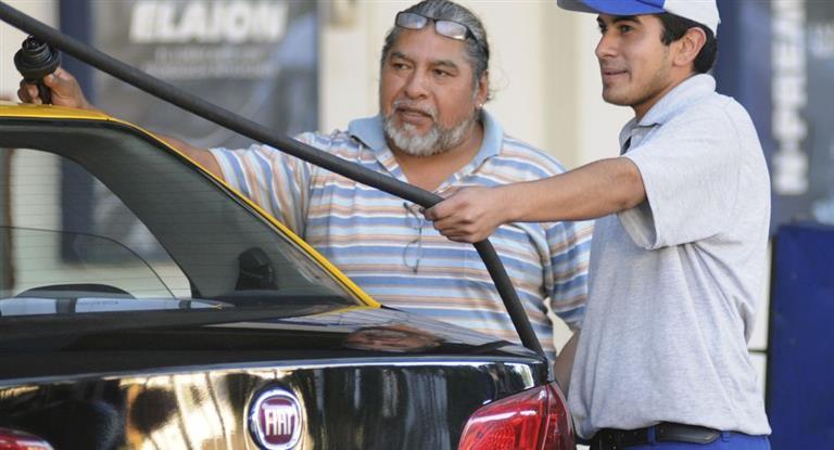 Según estacioneros los combustibles aumentarán hasta 10% tras las elecciones
