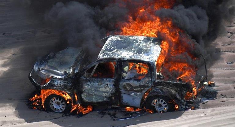 Fuego en el Dakar: la camioneta de una participante argentina se incendió en pleno desierto