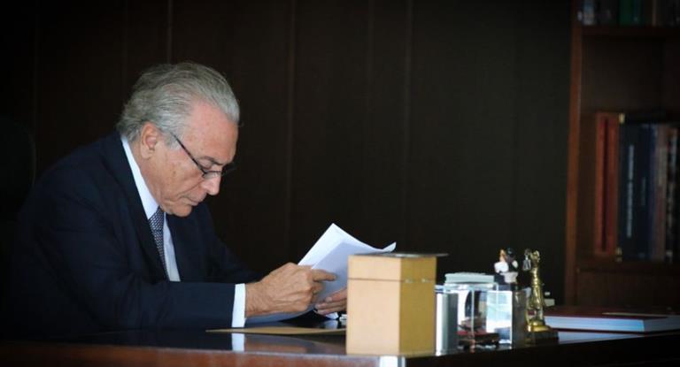 Supremo de Brasil enviará al Congreso la denuncia que puede poner fin al mandato de Temer