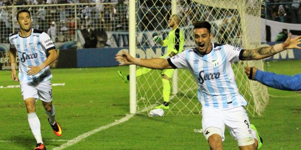 """Histórico triunfo de Atlético sobre Peñarol en el Monumental """"José Fierro"""". (VIDEO)."""