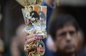 Una multitud espera la misa de San Cayetano para pedir trabajo