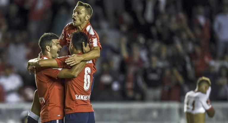 Independiente no se baja de la pelea: venció a Argentinos y sueña con destronar a Boca