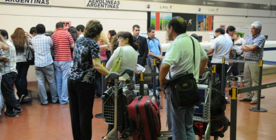 El aeropuerto se cerrará por tres meses y los pasajeros deberán pagar su traslado a Termas