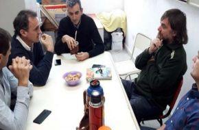 Randazzo lanzó la campaña con una visita a La Cárcova y afiches contra Macri