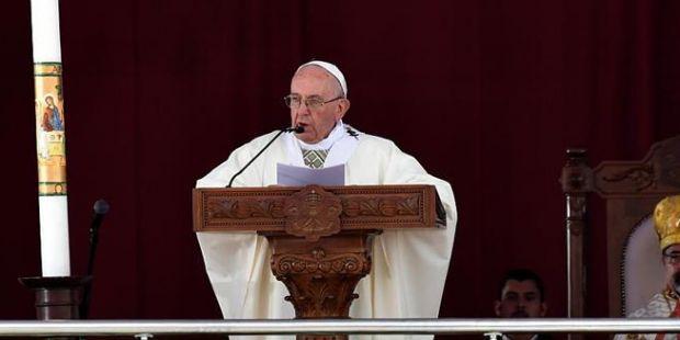 """En Egipto, el Papa afirmó que """"el único extremismo permitido es la caridad"""""""