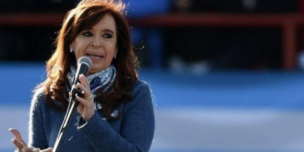CFK y otros 23 políticos prestan juramento para asumir en el Senado