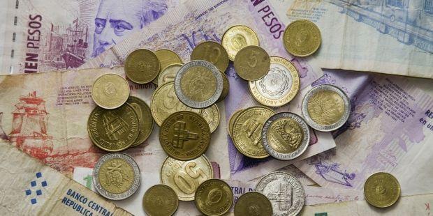 El peso Argentino fue la moneda que más perdió ante el dólar en todo el mundo