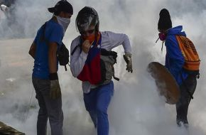 Máxima tensión en Venezuela: represión a marcha opositora en Caracas dejó un herido de bala grave