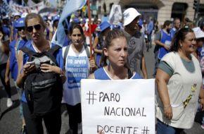 Sigue el paro de 48 horas: docentes se movilizan desde las provincias a Plaza de Mayo