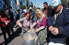 El principal diario de España se alarma del crecimiento de la pobreza con Macri