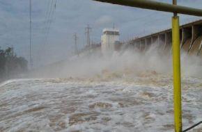 Desbordó el río Dulce en Las Termas tras la apertura de compuertas.(Video)