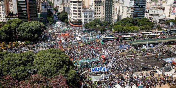 Macri se endurece: le quita el control de las obras sociales a la CGT tras el acto en Plaza de Mayo