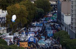 El Gobierno enfrenta un largo día de protestas