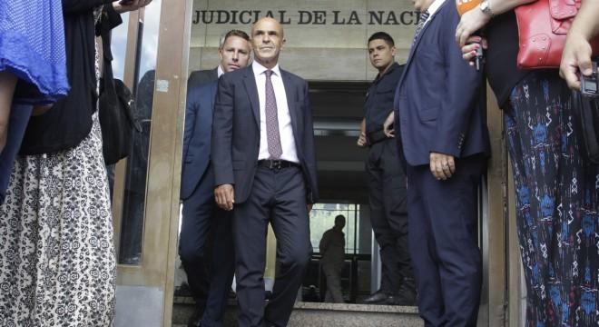 La oposición pide que Arribas renuncie hasta aclarar su vínculo con Odebrecht