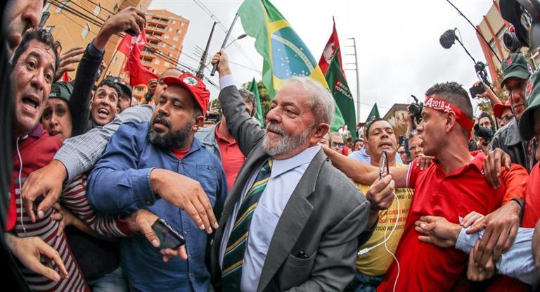 Lula declaró durante cinco horas ante el juez Moro y después reiteró que será candidato