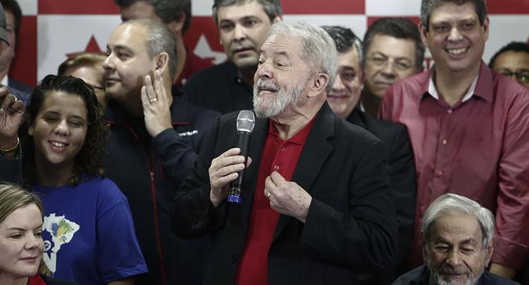 Lula tildó de mentirosa a su acusación y relanzó su candidatura presidencial