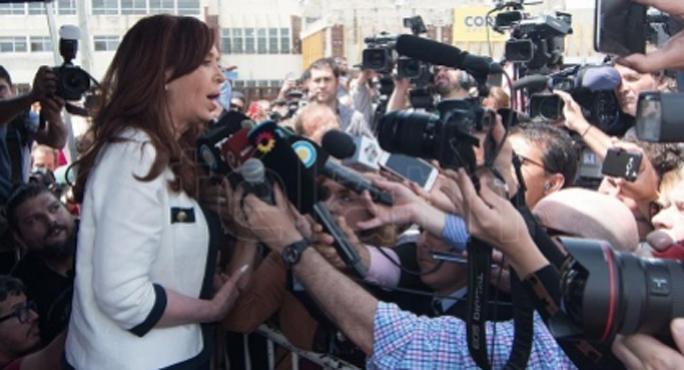 """Cristina tras la indagatoria: """"El objetivo es atemorizar a los dirigentes de la oposición"""""""
