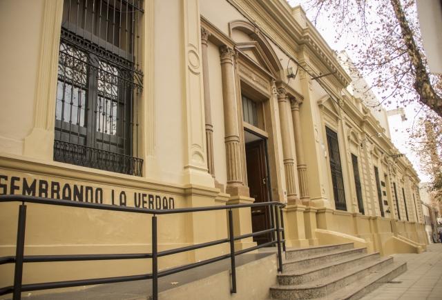 Tras 127 años el colegio Santa Catalina recibirá a varones