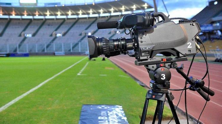 El Gobierno quiere prolongar el fútbol gratis por tv hasta después de las elecciones