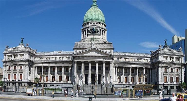 Ingresó al Congreso el polémico DNU de desburocratización del Estado