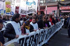 Trabajadores despedidos de PepsiCo marcharon a Trabajo en reclamo de reincorporaciones