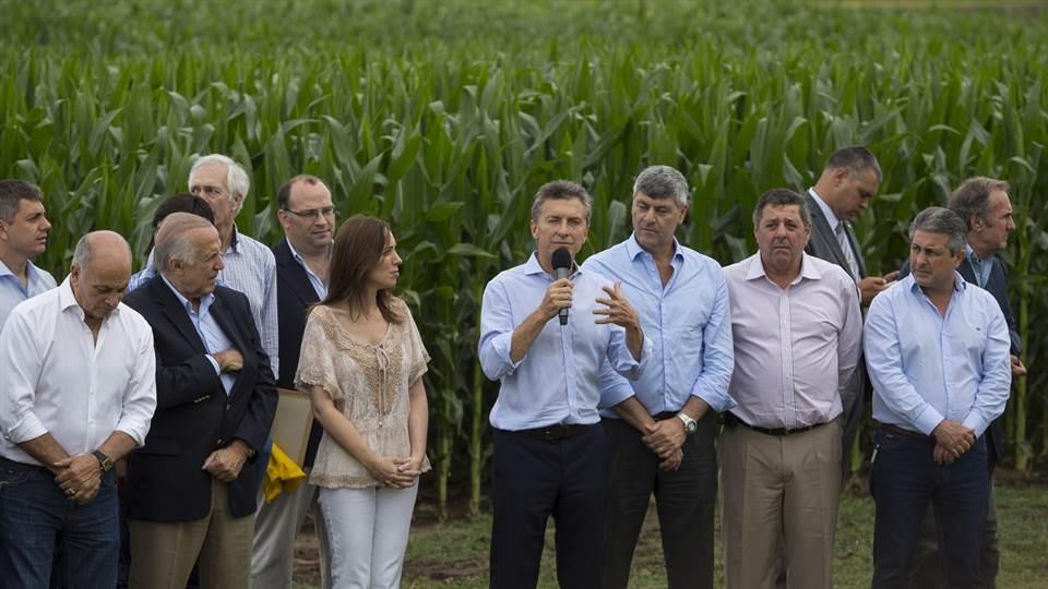 El campo ahorrará 20 mil millones de pesos por la baja en las retenciones que concedió Macri